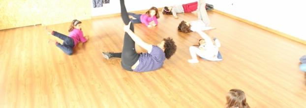 Oficina de artes performativas para crianças e jovens