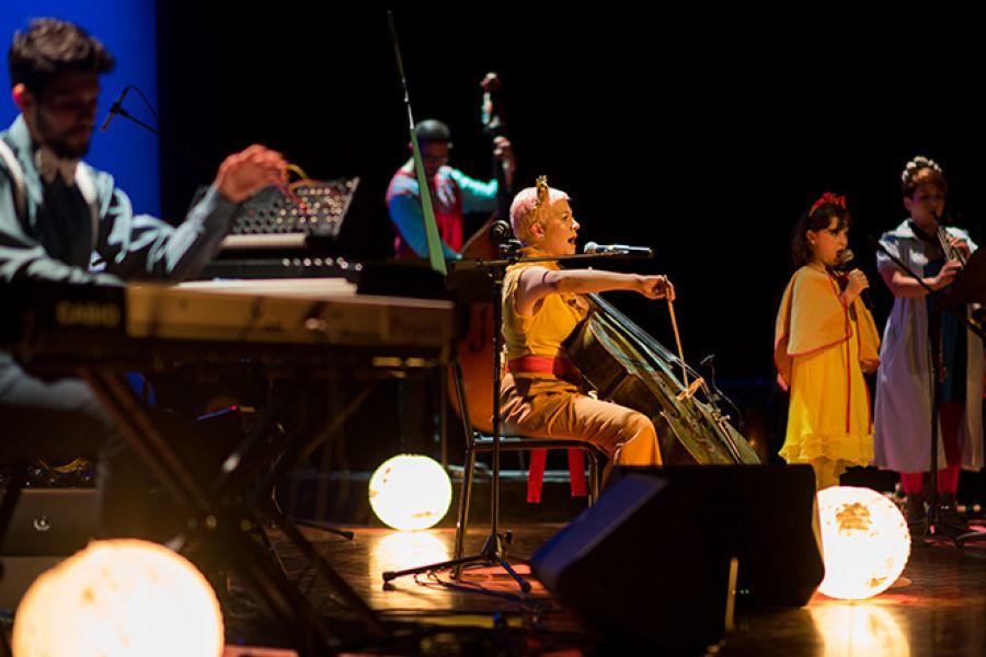Elena y la orquesta lunar