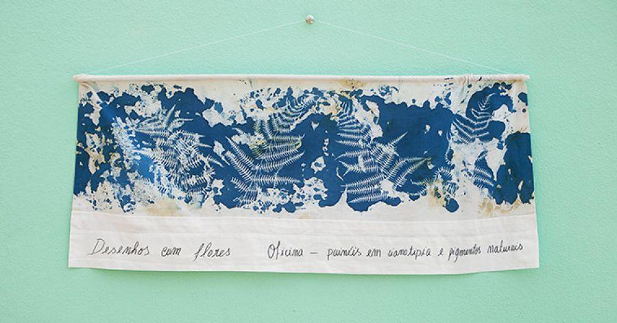 Desenhos com Flores - painéis em cianotipia e pigmentos naturais