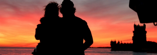 Passeio de veleiro ao pôr-do-sol no rio Tejo