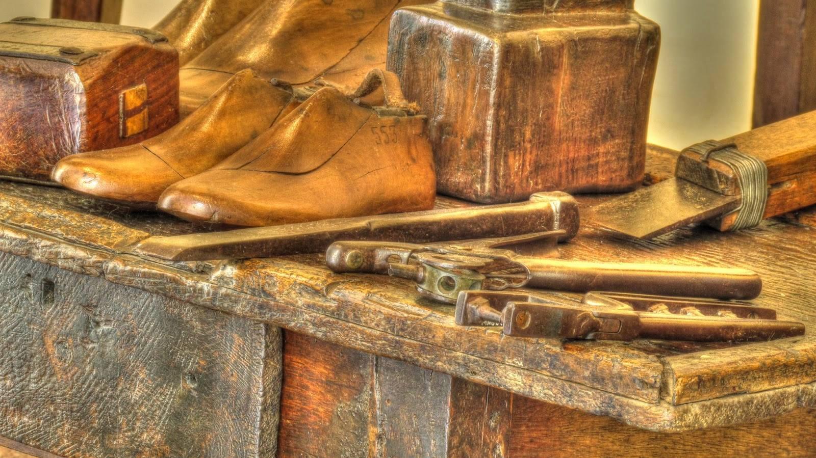 Oficina de Sapateiro- Construção artesanal de calçado