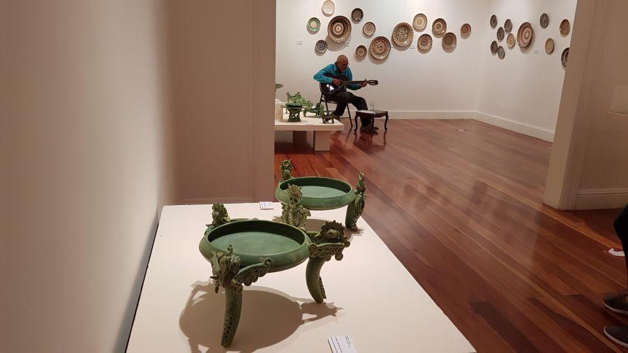 Concierto. Los 5 rostros de Gerardo Selva Godoy. cerámica, vidrio, cine, música y literatura.