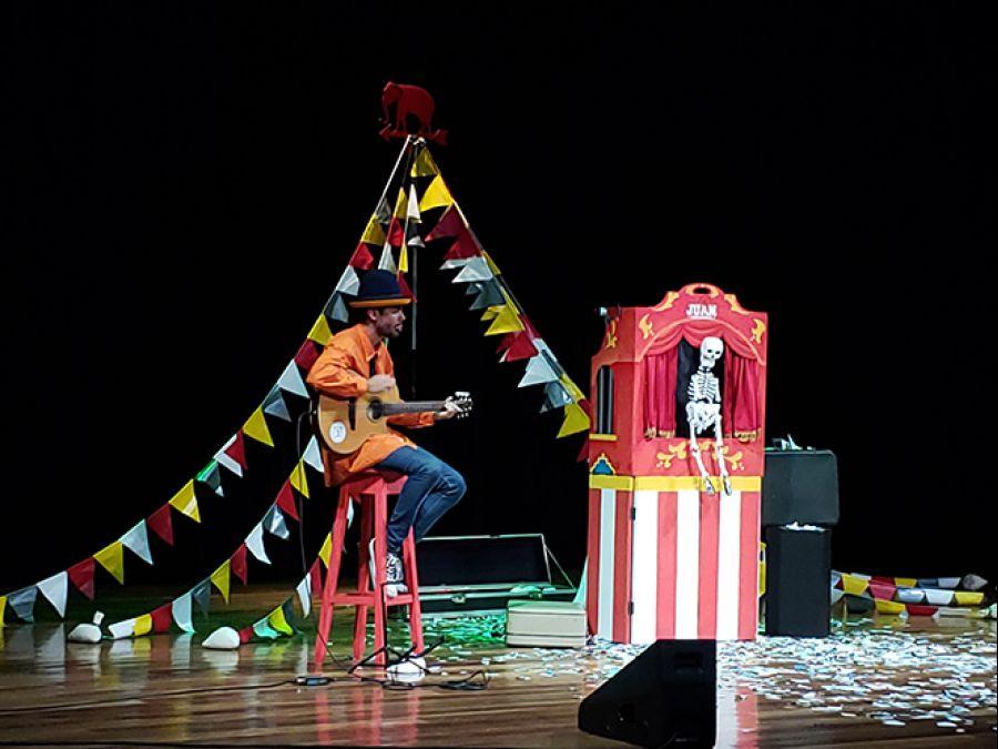 12 Encuentro Nacional de Teatro. El circo del tarantantán. Compañía Escénica Juan Cuentacuentos