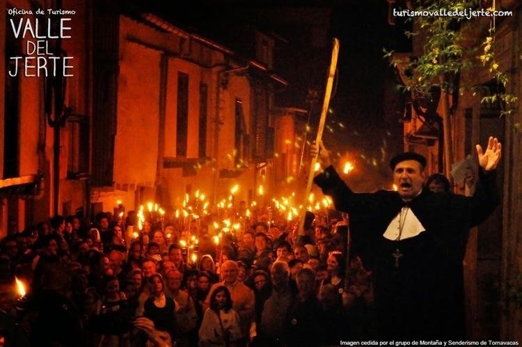 """Fiesta popular """"Noche del Fuego"""". CEREZO EN FLOR"""