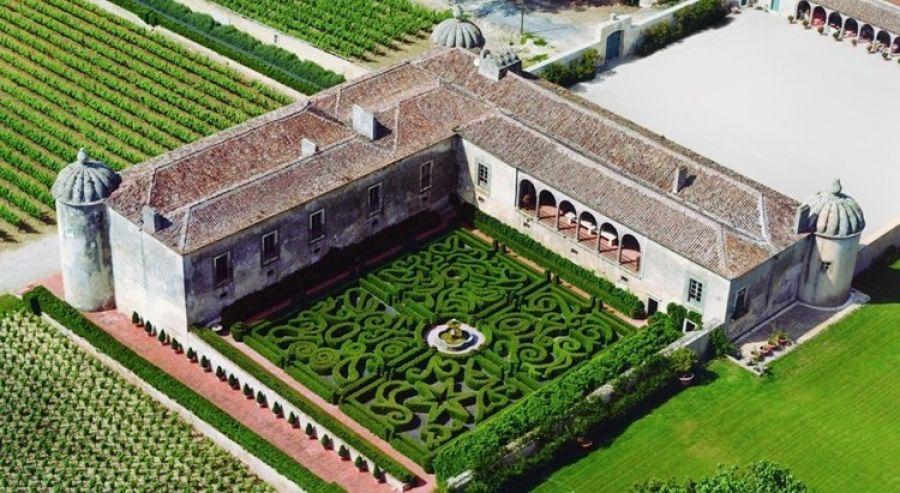Visita Guiada à Quinta da Bacalhoa/Jardins /Adega e Prova de Vinhos