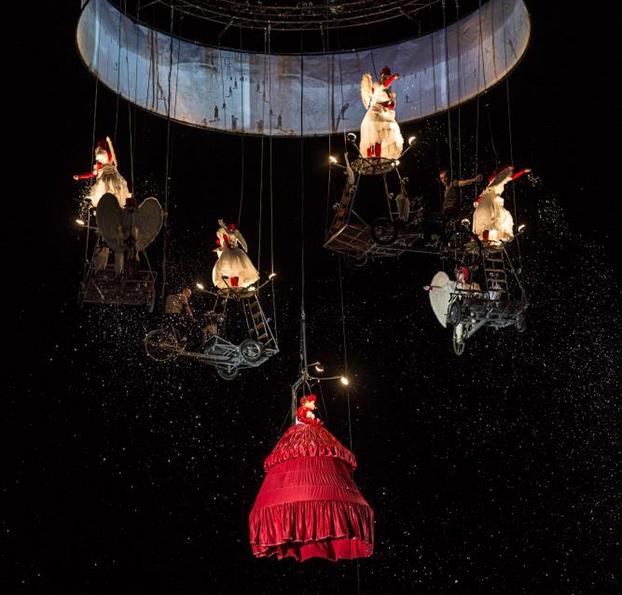 FIA 2017. Pedaleando hacia el cielo. Theatre TOL, Bélgica