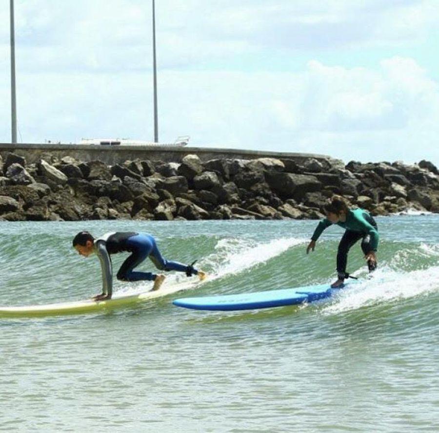 Lisbon surfaris cria em junho clínicas de surf e Bodyboard em segurança para crianças prometendo desporto e muita diversão