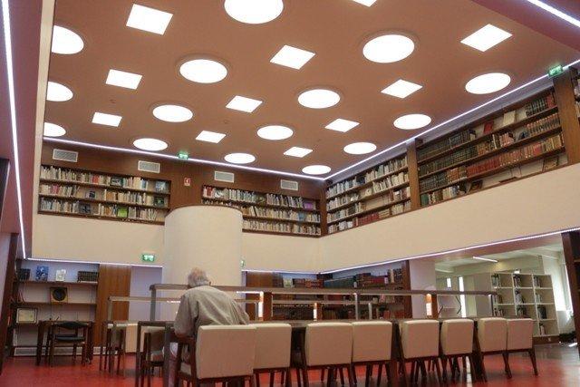 'Biblioteca'   Edição semanal de um texto (ficção, poesia, ensaio)   Gonçalo ...