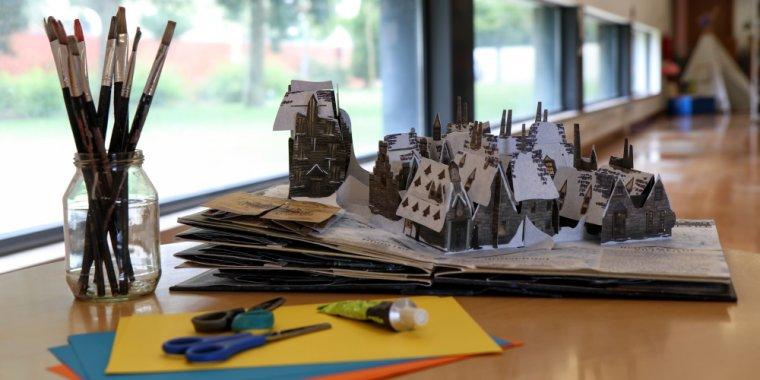 Workshops de construção de livros pop-up com puxadores