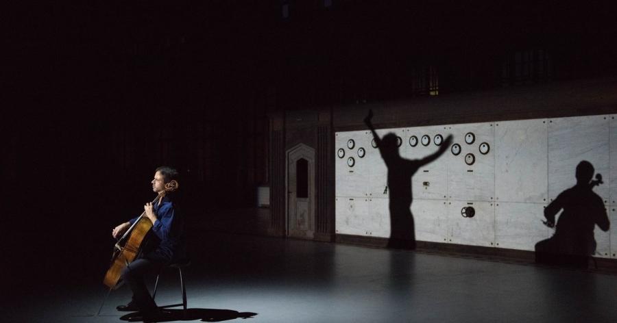 Anne Teresa De Keersmaeker, Jean-Guihen Queyras / Rosas                                 Mitten wir im Leben sind/ Bach6Cellosuites