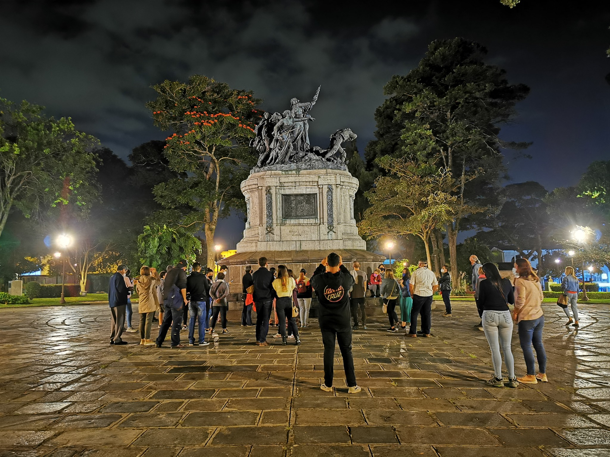 Francia en Costa Rica: Descubriendo una amistad de más de un siglo (Caminata Nocturna)