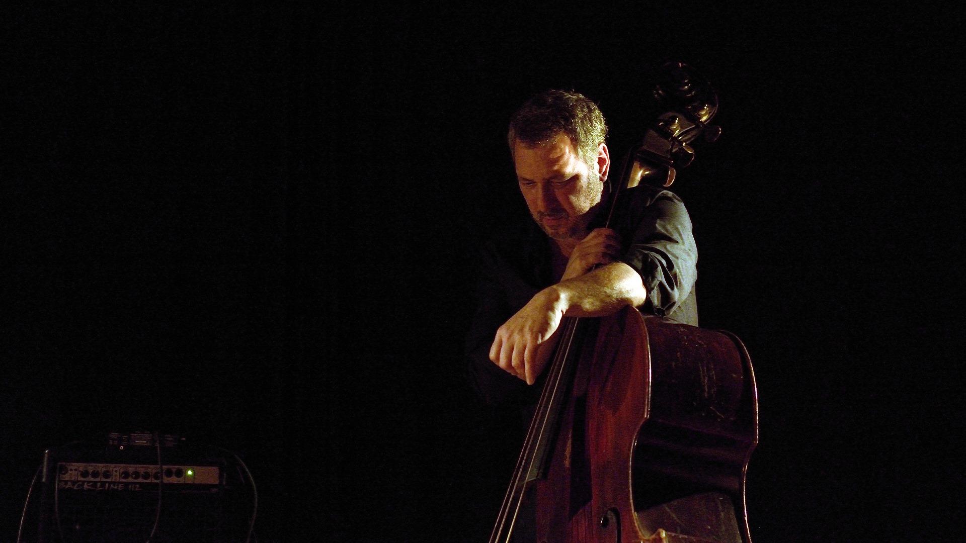 Hernâni Faustino ⟡ Lançamento 'Twelve Bass Tunes' ⟡ ZDB