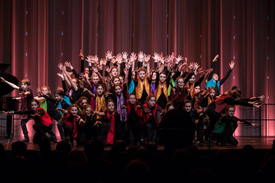 Cantar e Dançar em Coro