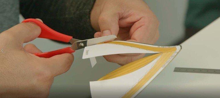 Mini oficina de modelismo: Construção de um veleiro Optimist em papel