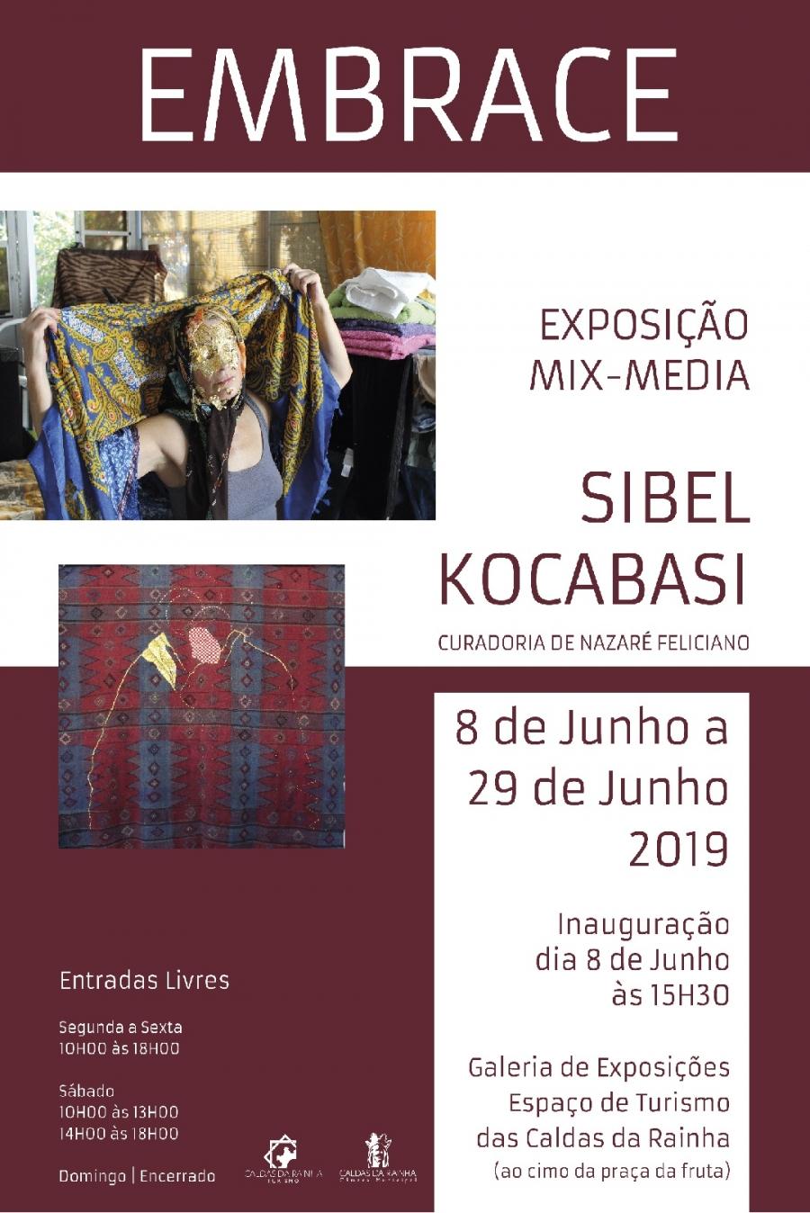 """Exposição Mix-media """"Embrace"""", de Sibel Kocabasi"""