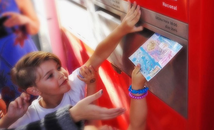 Oficina Arte Postal para famílias