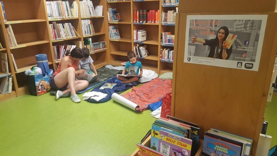 """Uma noite na biblioteca """"O que fazem os livros enquanto dormimos?"""""""