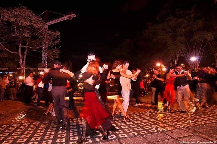 El Tango Vive La Plaza