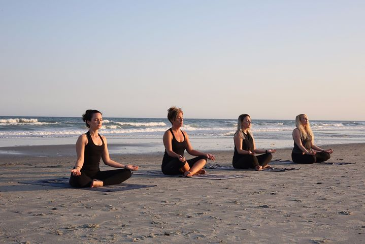 Yoga na Praia de São Martinho do Porto