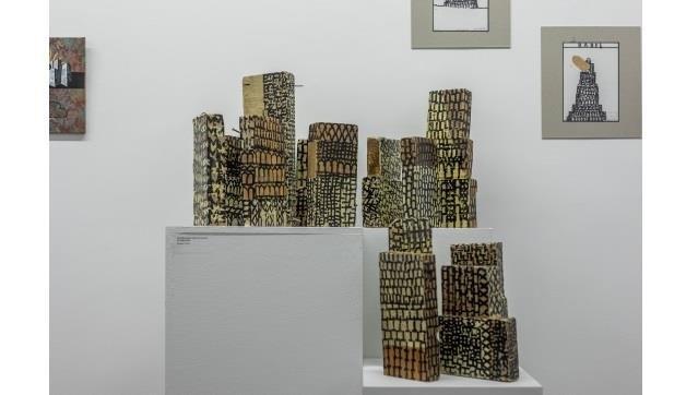 Visita-jogo na exposição 'Fahrenheit, a consagração de Babel', de Luis Costillo