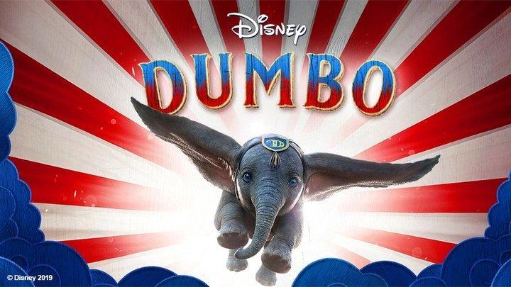 "Projeção cinematográfica ""Dumbo"""