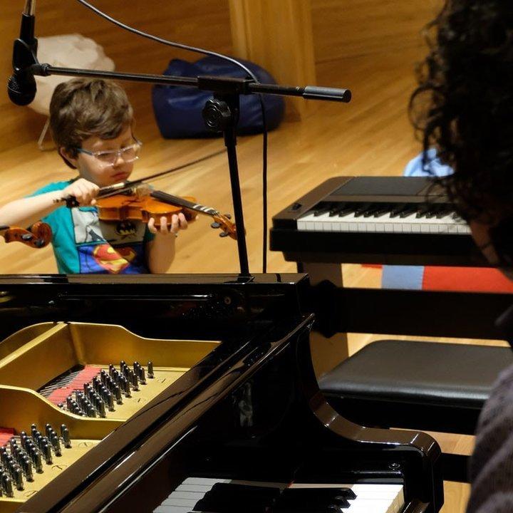 Oficina de música para (pais e) crianças