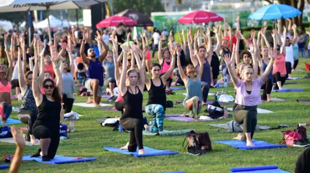 Yoga para a Comunidade no Jardim do Amor