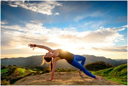 Caminhada com aula de yoga em Monsanto