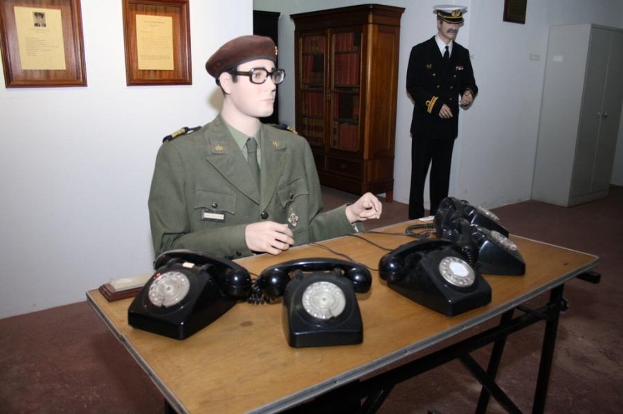 'Aqui, Posto de Comando do MFA.' | Posto de Comando do Movimento das Forças ...