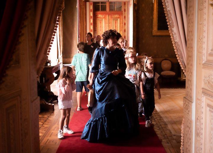 A rainha mostra o Palácio da Ajuda   para famílias