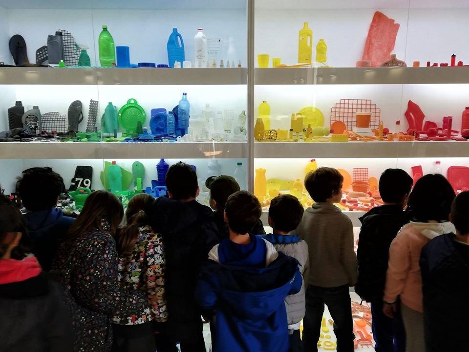 Plasticus Maritumus: Plasticidade - Uma História dos Plásticos em ...