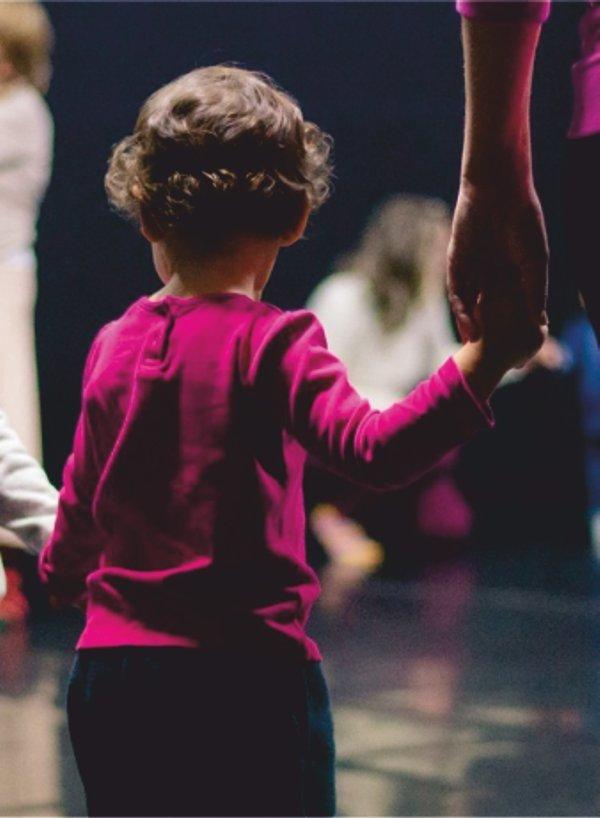 Bebés e Famílias às Artes