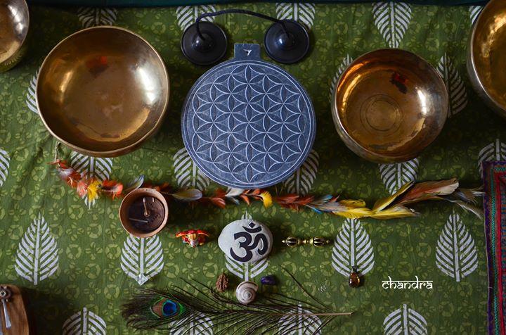 Viagem Sonora com Taças Tibetanas by Chandra