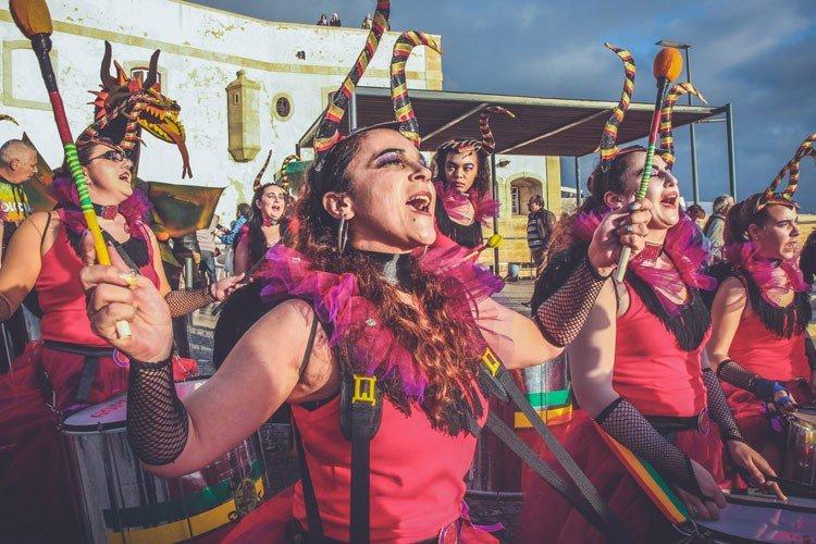 Desfile do Grupo Feminino de Axé Tripa Mijona