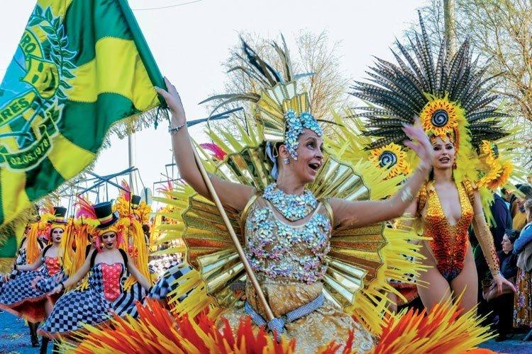 Desfiles das Escolas de Samba e Grupos de Axé