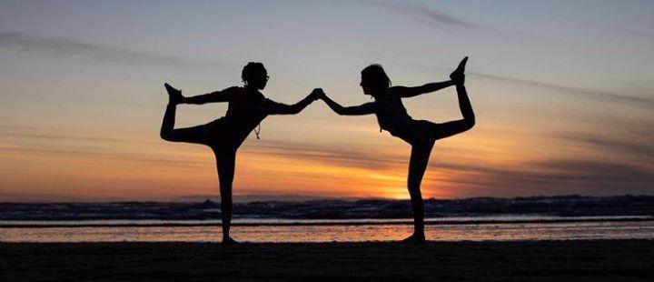 Yoga para a Comunidade na Praia da Nazaré