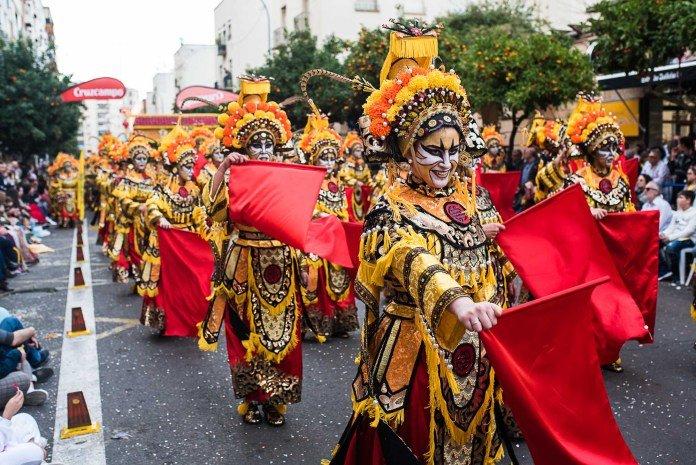 Desfile de Comparsas, Grupos Menores y Artefactos.