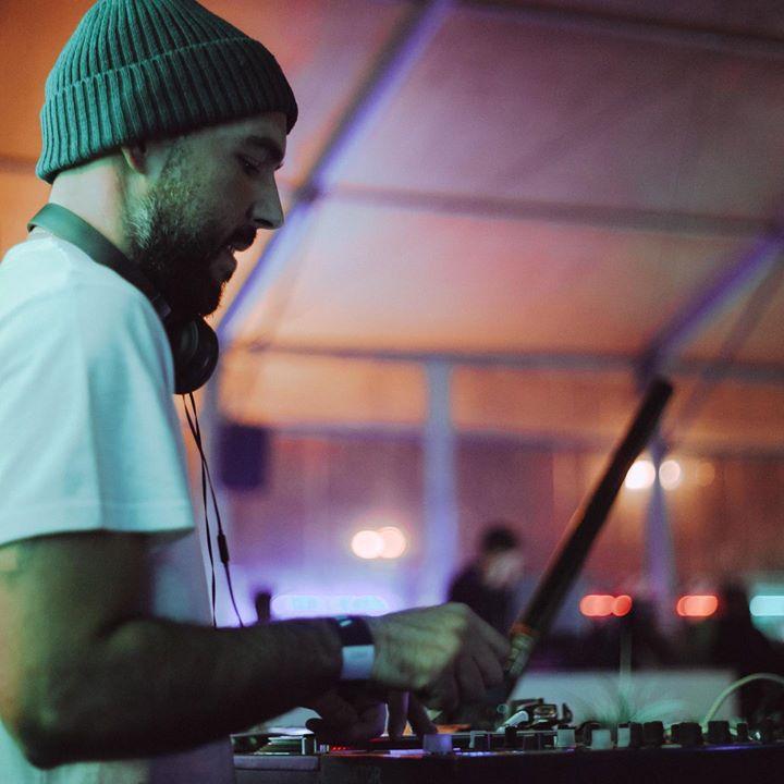 DJ É-Me