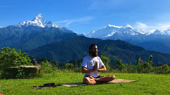 Aula experimental de Hatha Yoga com Chandra