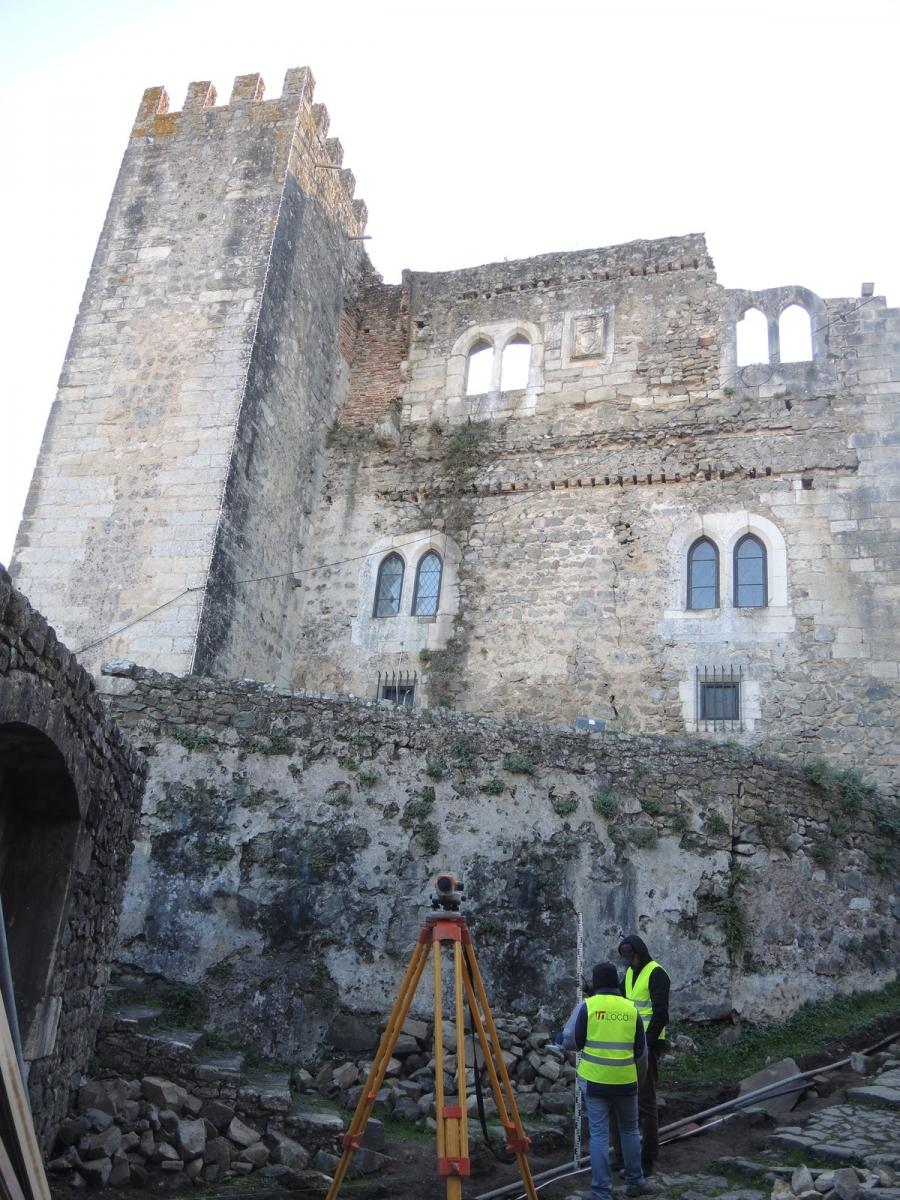 Trabalhos arqueológicos no Castelo de Leiria: Escavar, descobrir, ...
