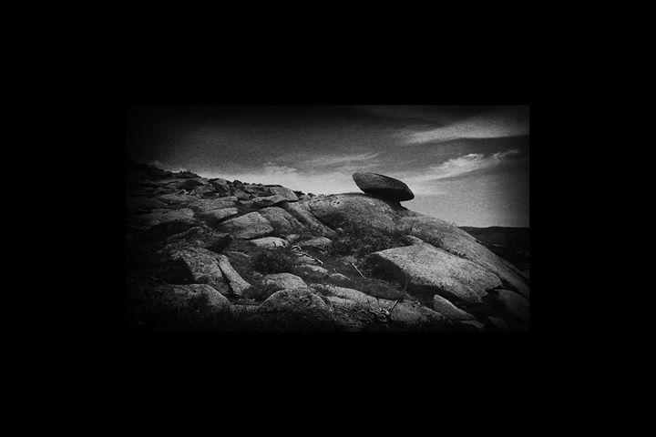 Pelos Caminhos das Pedras _ Fotografias de Adelino Marques
