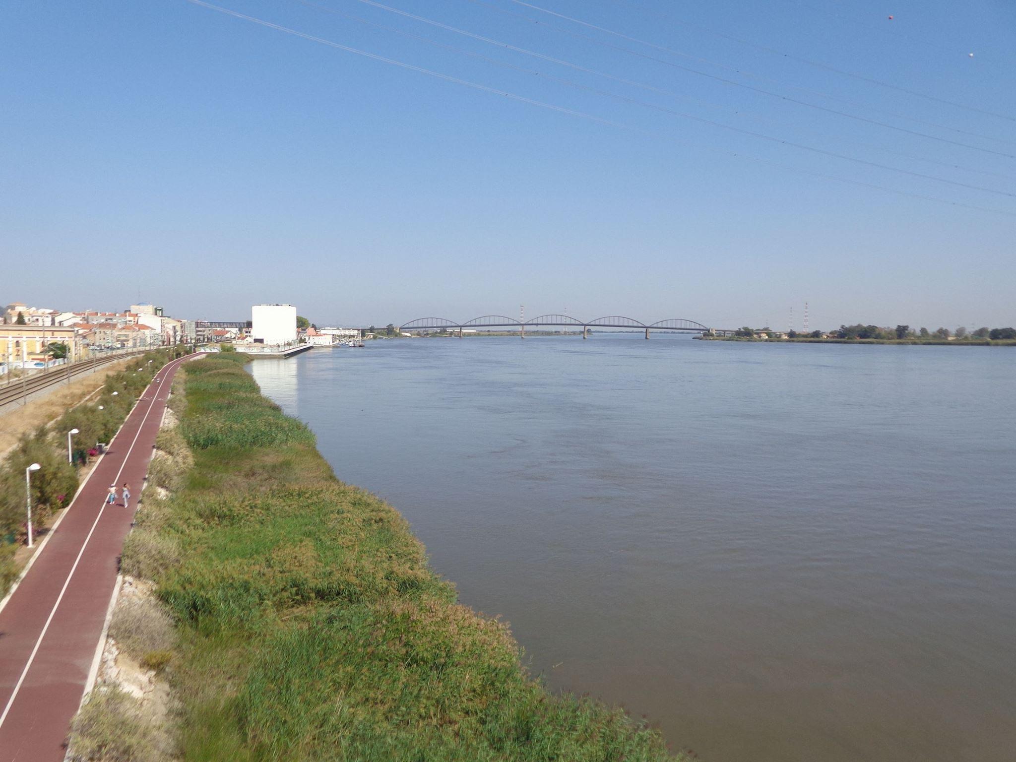Passeio pela beira rio, visita aos Fortes e Qta de Subserra