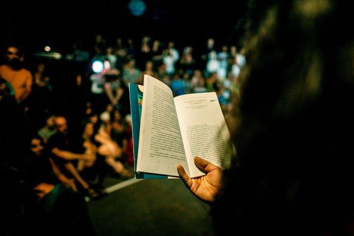 Roubei um Livro na Cabine de Leitura e Hoje Vou Ler. Performance