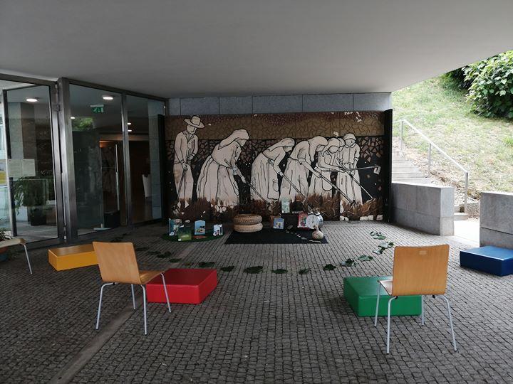No pátio com   A oficina do Dia Mundial das Bibliotecas