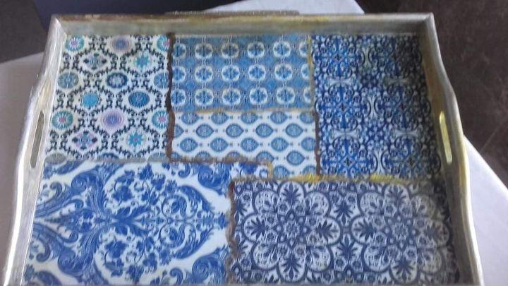 Tabuleiro de madeira c/decapagem barroca imitando azuleijos