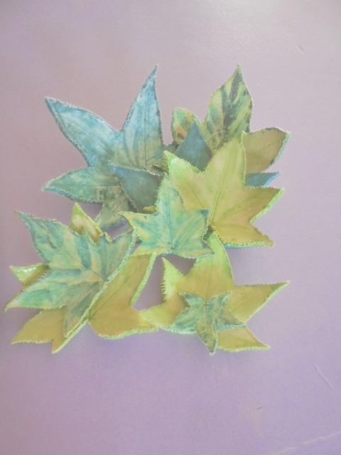 Folhas na argila