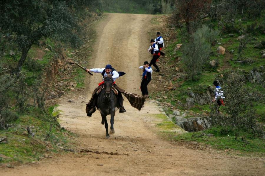 """Ruta senderista teatralizada """"Los bandolerus"""""""