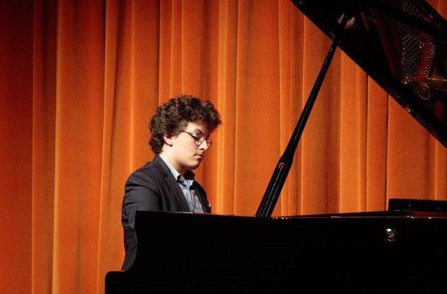 Novos Talentos - Rodrigo Teixeira - Piano