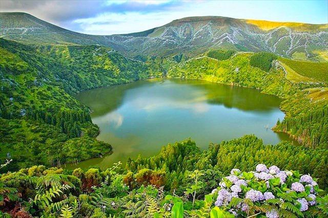 Ilhas das Flores e Corvo (Açores)