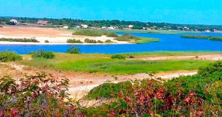 Por belas lagoas e dunas de Santo André e Melides